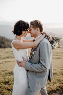 Brautpaar-Shooting bei einer Hochzeit in den Bergen Österreichs